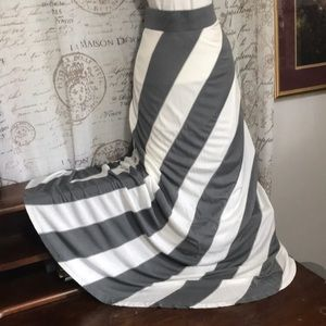 Maxi Skirt Grey White INC fully lined